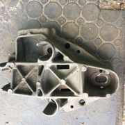 Б/у кронштейн верхней правой подушки двигателя на Renault Scenic,