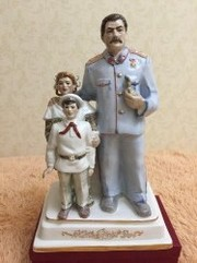 Скульптура-Счастливое детство с Вождем-керамика.